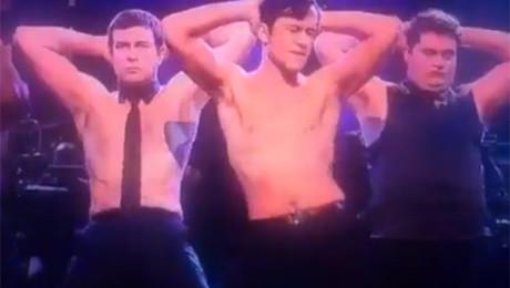 Gordon Levitt parodiuje męski striptiz