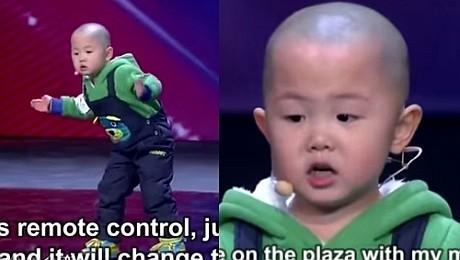 Uroczy 3 latek w chińskim Mam Talent