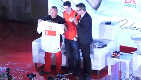 Lewandowski i Owsiak promują FIFĘ 14