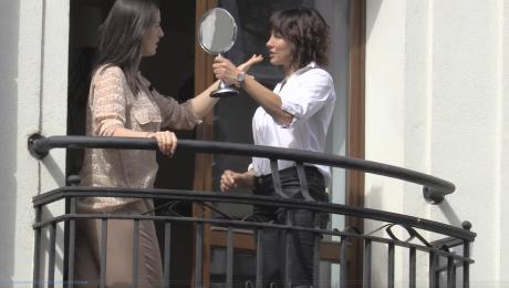 Popek robi sobie selfie na balkonie z fryzjerką Dobra zmiana
