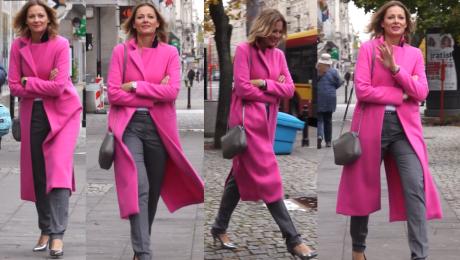 Odeta Moro w długim różowym płaszczu pod TVN em