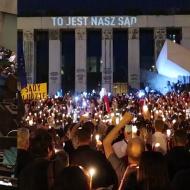 Sejm po kryjomu przyjął te ustawy podczas protestów o niezależne sądy!