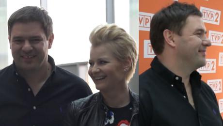 Uśmiechnięty Karolak na konferencji prasowej Rodzinki pl