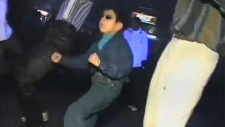 MŁODY ROSJANIN tańczy w klubie