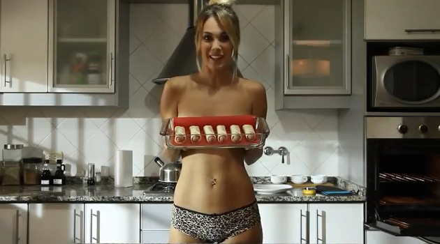 A fuego maximo jenn does nude cooking - 1 10