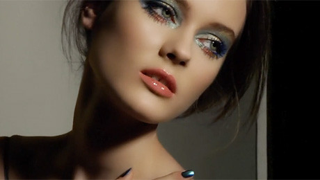 Jagaciak promuje makijaż na lato