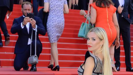 TYLKO U NAS Minął rok od kiedy Emil stał się Nositorbą Liczymy że Doda w Cannes wciśnie mu pięć torebek